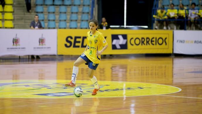 Amandinha joga no Barateiro Futsal, de Santa Catarina. Foto: CBFS