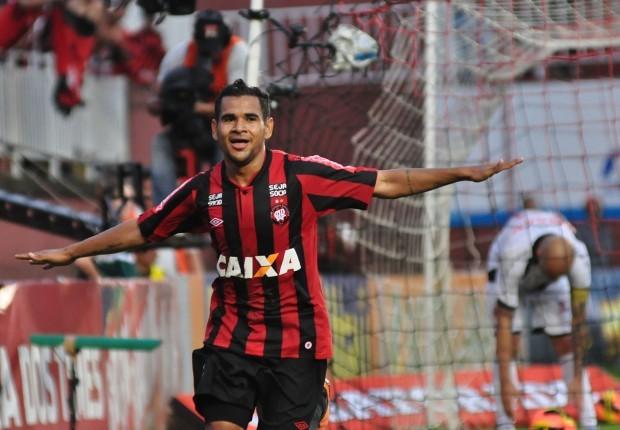 Éderson foi artilheiro da Série A do ano de 2013. Foto: Gustavo Oliveira / Site Oficial
