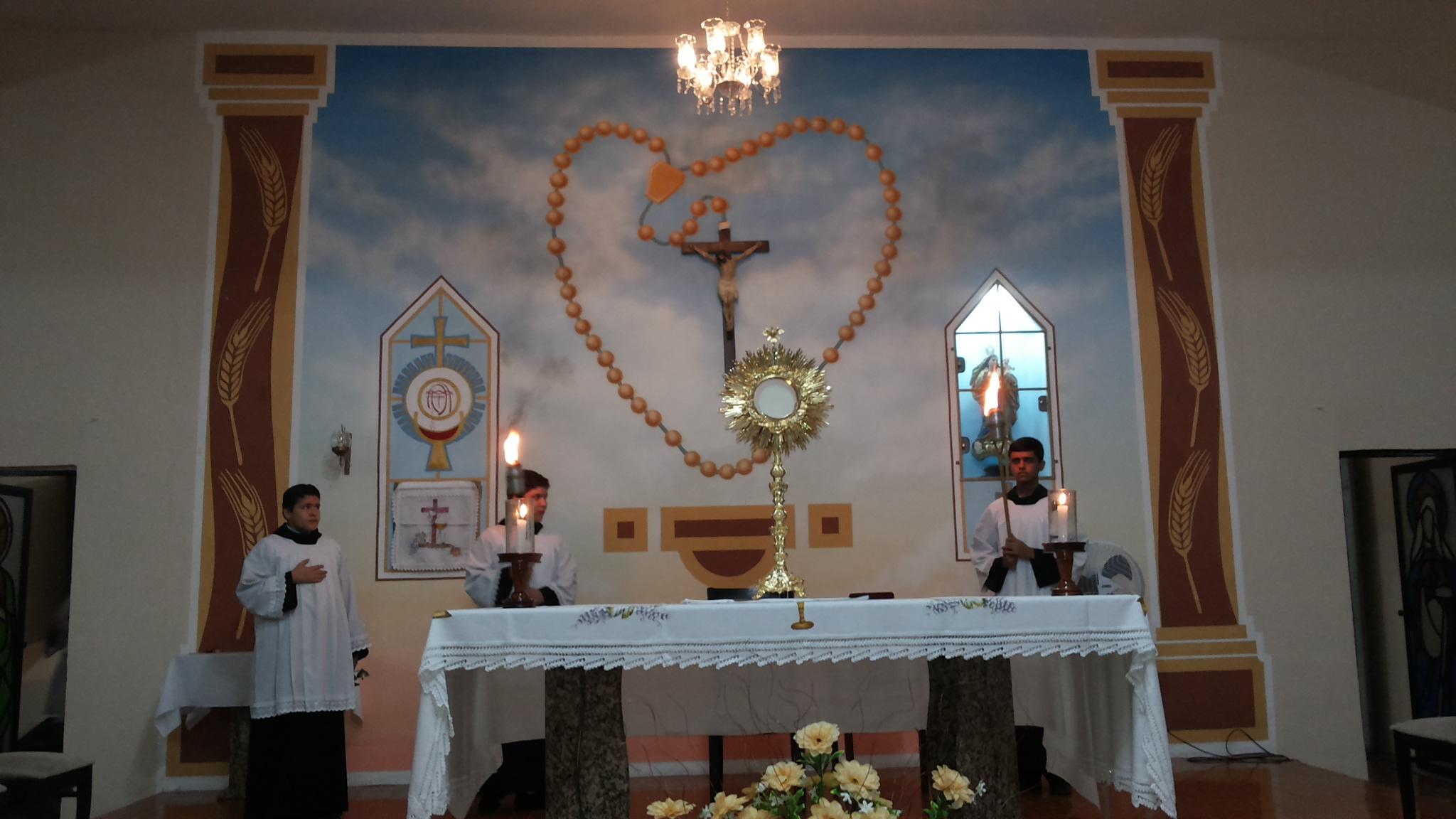 Santíssimo no Altar da Igreja de Nossa Senhora do Rosário, em Maranguape-CE. Foto Dadynha Saturnino
