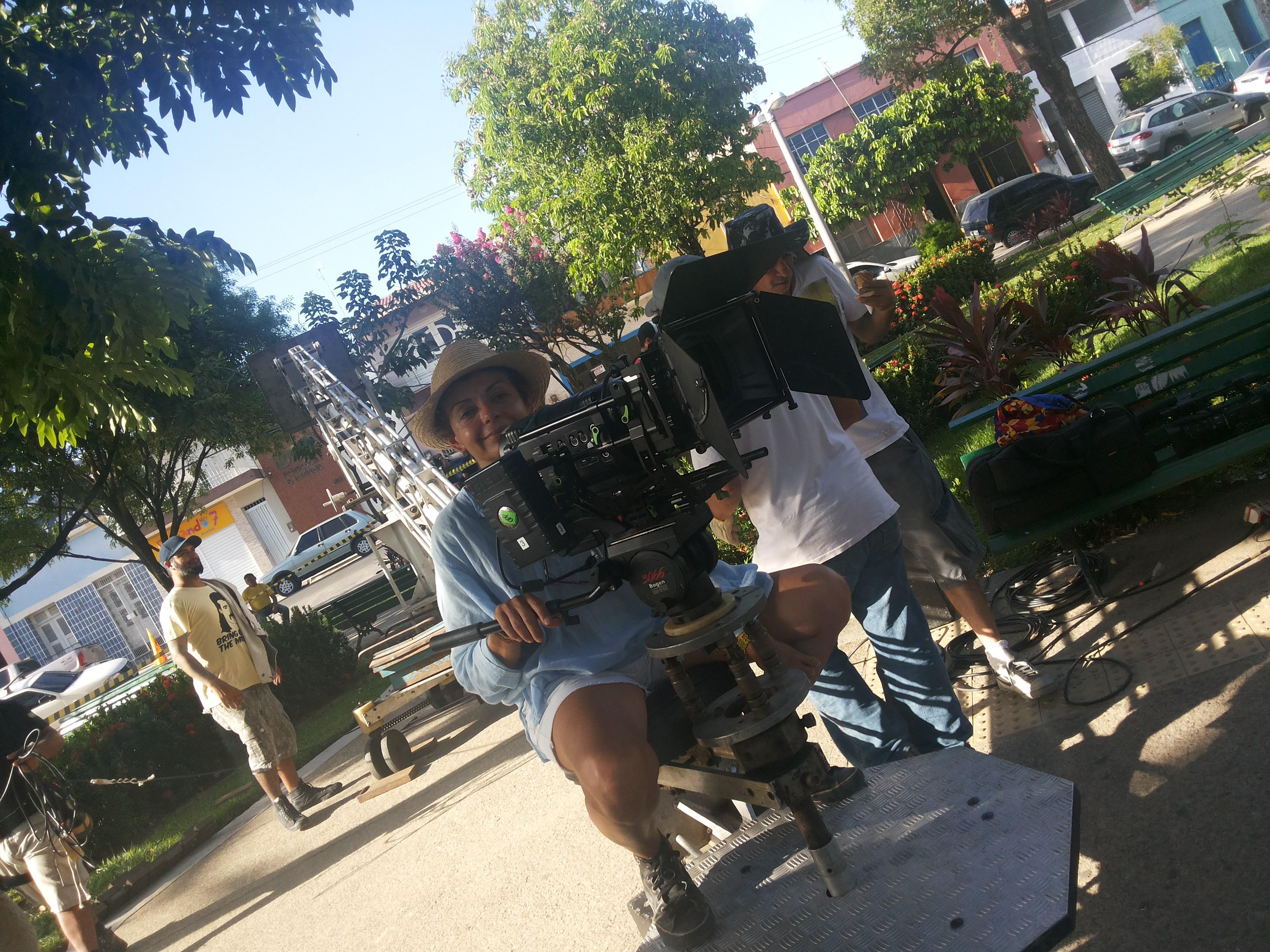 Diretora de Fotografia Jane Malaquias na Praça Capistrano de Abreu, em Maranguape. Foto Dadynha Saturnino