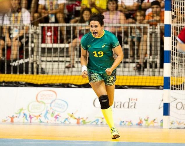 Elaine Gomes ajudou a Seleção Brasileira de Handebol a ganhar medalha de ouro em Toronto. Foto: Instagram/Reprodução