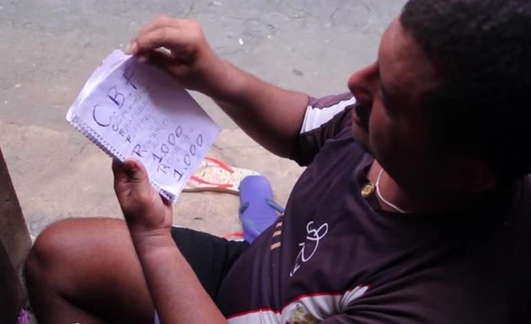 Roberto anota seus gols feitos nas peladas desde 1987. Foto:Rafael Luiz/Verminosos por Futebol