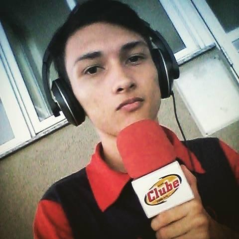 Alessandro Oliveira é narrador esportivo da Ceará Rádio Clube 1200 AM. Foto: Arquivo Pessoal.