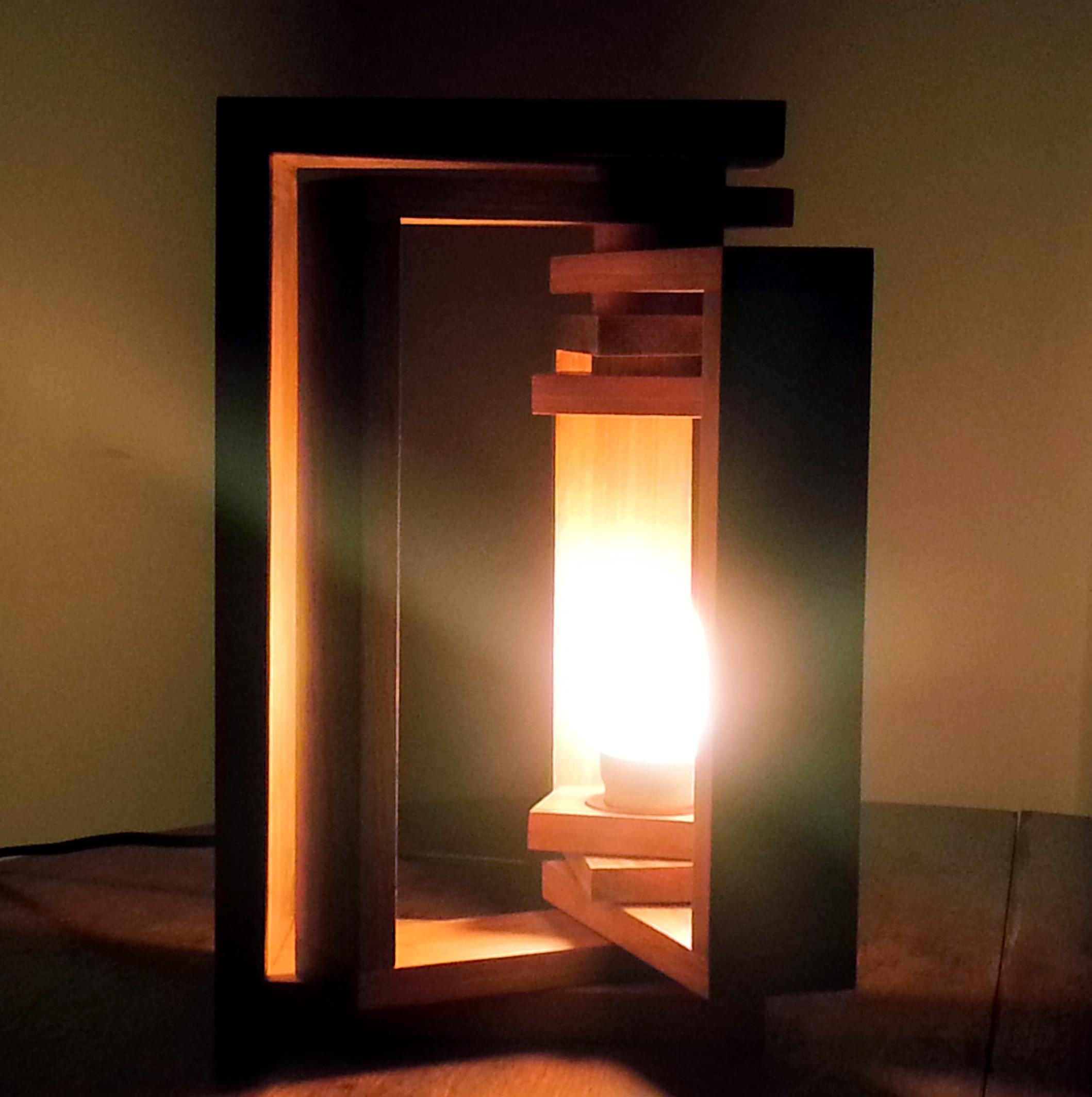 Cearense cria luminárias artísticas com madeira (FOTO: Divulgação)