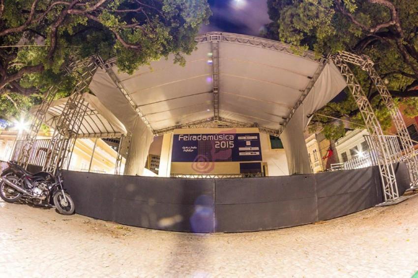 Palco da Feira da Música montado na Praça dos Leões - Foto: facebook.com/feiradamusicafortaleza