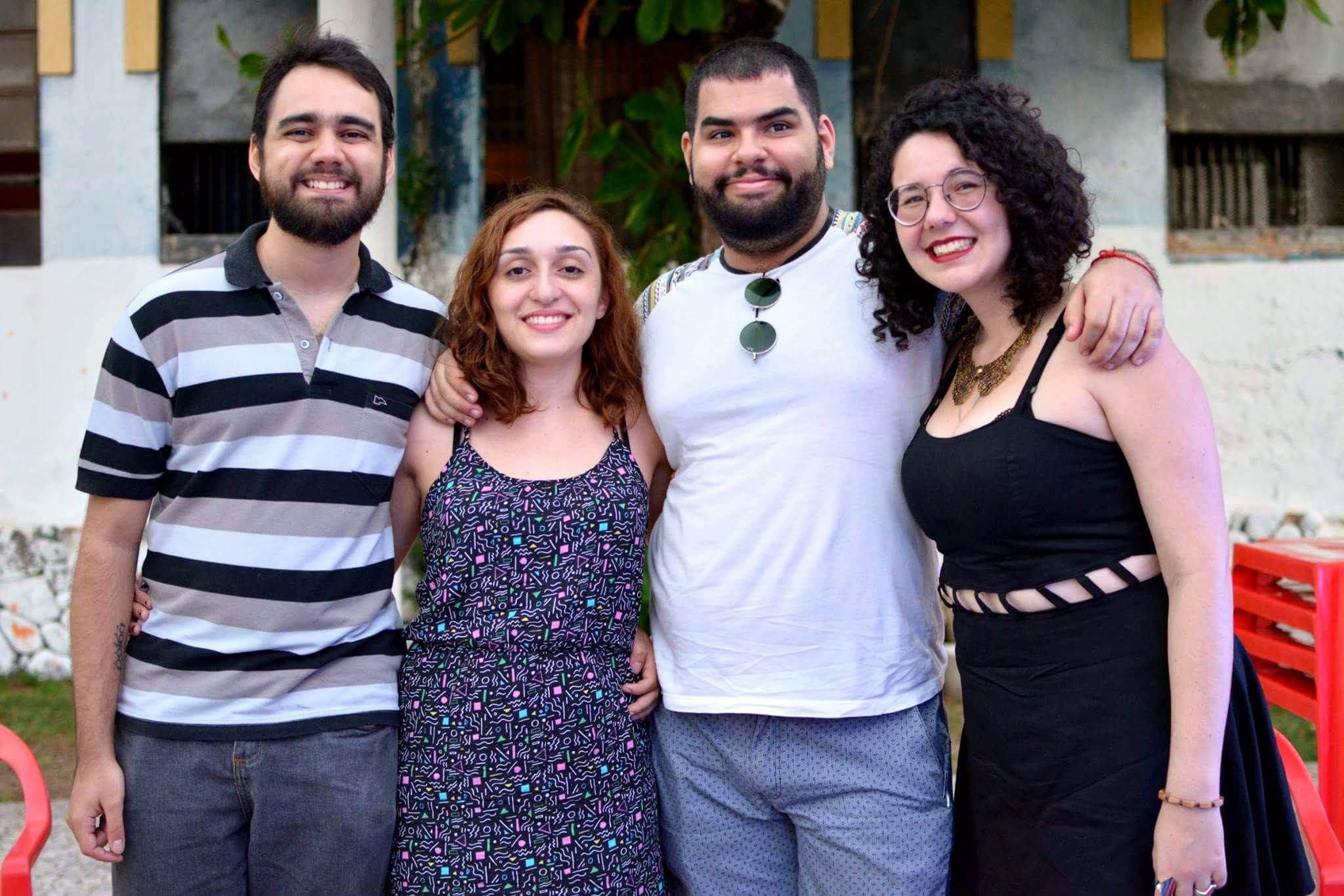 Márcio Moreira, Débora Santos, Talles Rodrigues e Brendda Lima, as sereias e os tritões da Netuno Press, como se denominam (IMAGEM: Reprodução / Facebook Netuno Press).