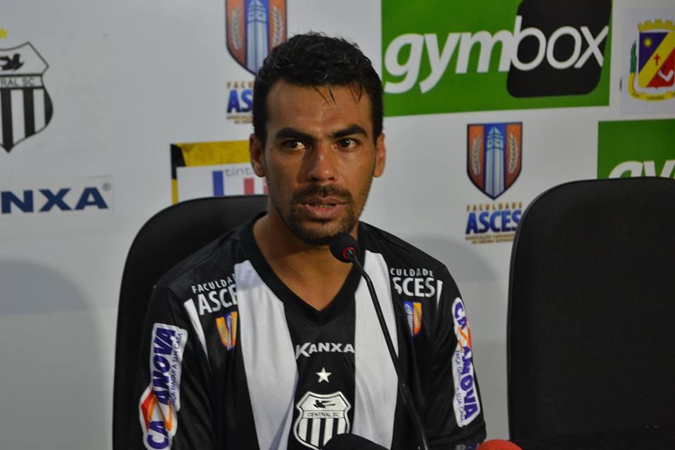 Aos 38 anos, Araújo retornou ao futebol pernambucano