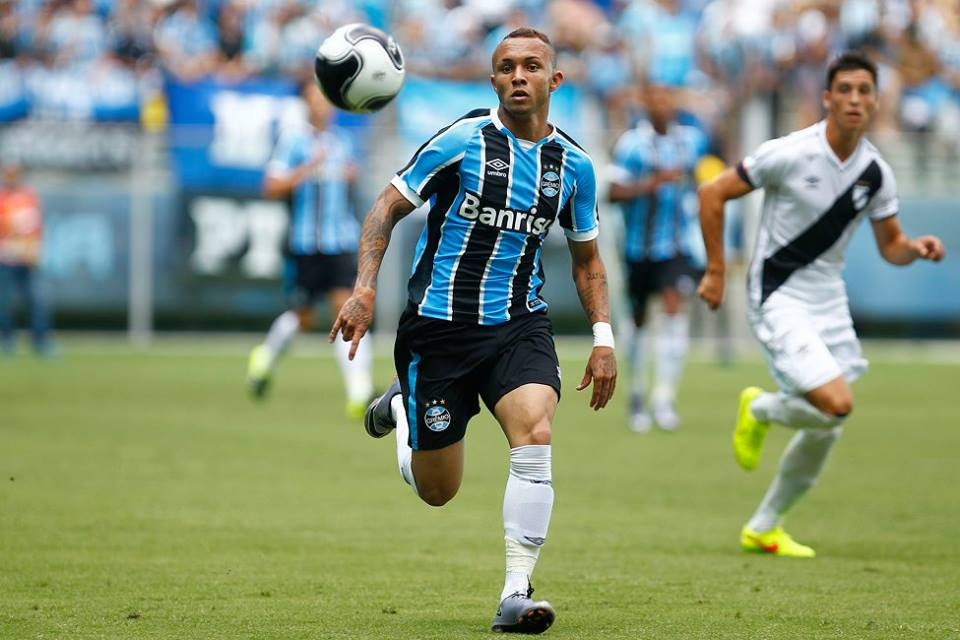 Everton marcou seu nono gol com a camisa do Grêmio