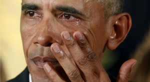 U.S. President Barack Obama wipes away tears while talking about Newtown and other mass killings during an event held to announce new gun control measures, at the White House in Washington January 5, 2016. The White House unveiled gun control measures on Monday that require more gun sellers to get licenses and more gun buyers to undergo background checks, moves President Barack Obama said were well within his authority to implement without congressional approval. REUTERS/Kevin Lamarque