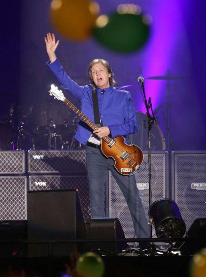 Paul McCartney no início do show em Fortaleza
