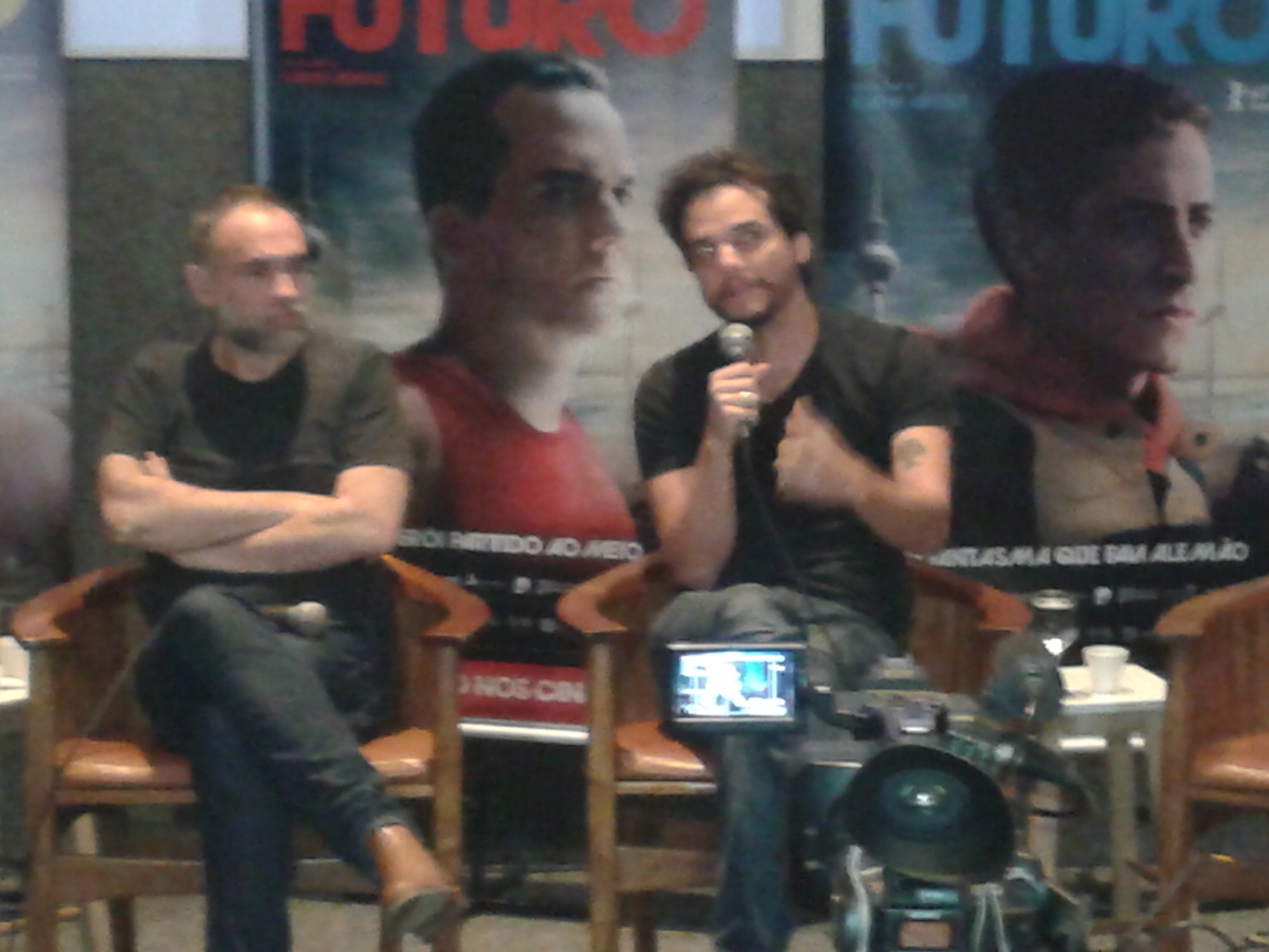 Karim Aïnouz e Wagner Moura conversaram com a imprensa sobre o filme 'Praia do Futuro'