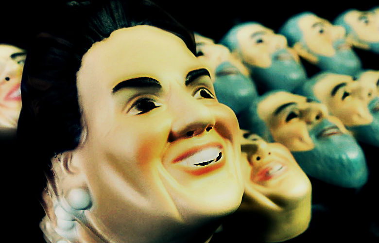 Máscaras de Dilma e Lula para o Carnaval 2015.   (Efeito sobre foto/Fernando Maia/UOL).