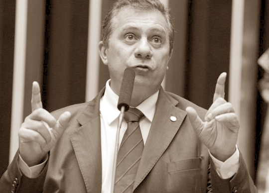 Lembram dele? José Airton, do PT. É Lula-lá e Zé Airton-cá!