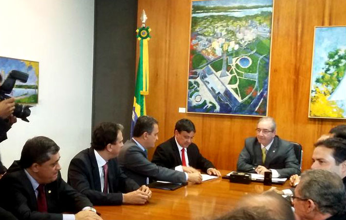 Em reunião com governadores do Nordeste, Cunha (na cabeceira) recebe Camilo Santana (o segundo, da esquerda para a direita). (Foto: divulgação no Twitter do deputado José Guimarães - PT).