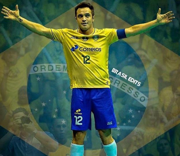 29bb4468ca Falcão se tornará o primeiro jogador de futsal a ter os pés marcados no  Estádio Castelão. Foto  Instagram Reprodução